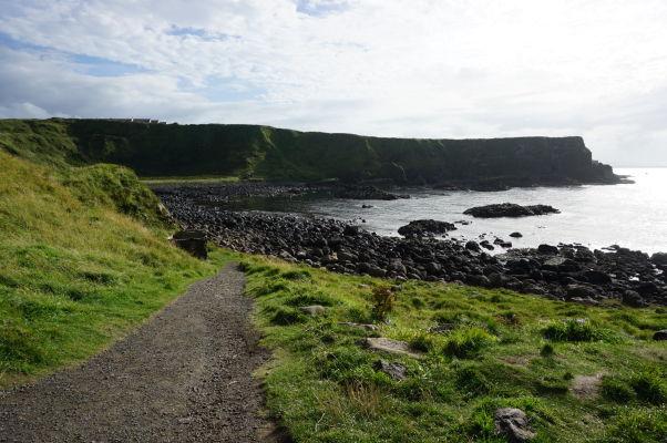Útesy nad Obrovým chodníkom v Severnom Írsku