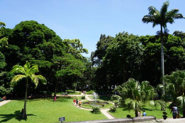 Parque Lage v Riu de Janeiro, pod horou Corcovado so sochou Krista Vykupiteľa