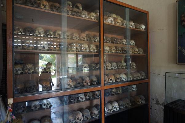 Pozostatky zavraždených väzňov - Väzenie Tuol Sleng (S-21) v Phnom Penhu