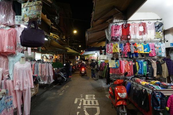Jeden z mnohých nočných trhov v Tchaj-peji