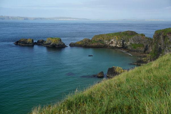 Útesy na severoírskom pobreží a ostrov Carrick-a-Rede