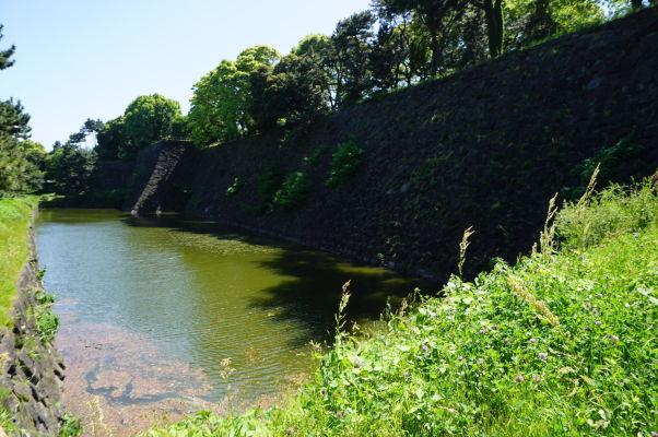 Cisársky palác v Tokiu - vodná priekopa obkolesujúca palác