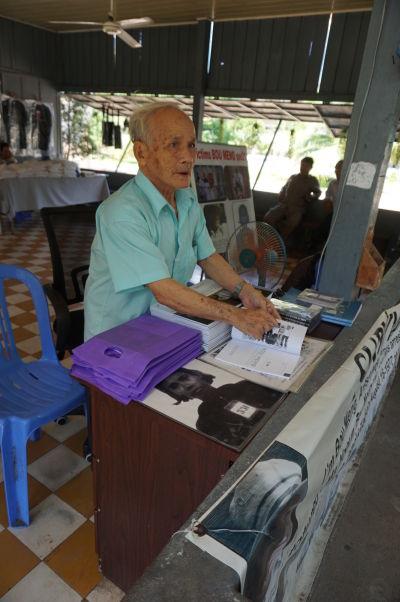 Bou Meng - jeden z siedmich väzňov, ktorí prežili hrôzy väzenia Tuol Sleng