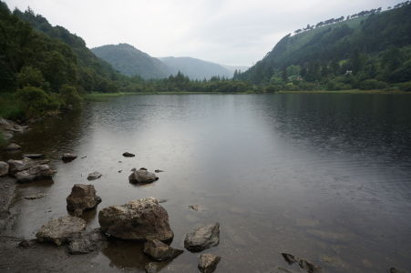 Dolné jazero v údolí Glendalough