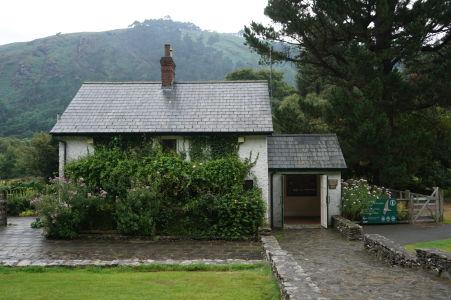 Návštevnícke centrum pri Hornom jazere v údolí Glendalough