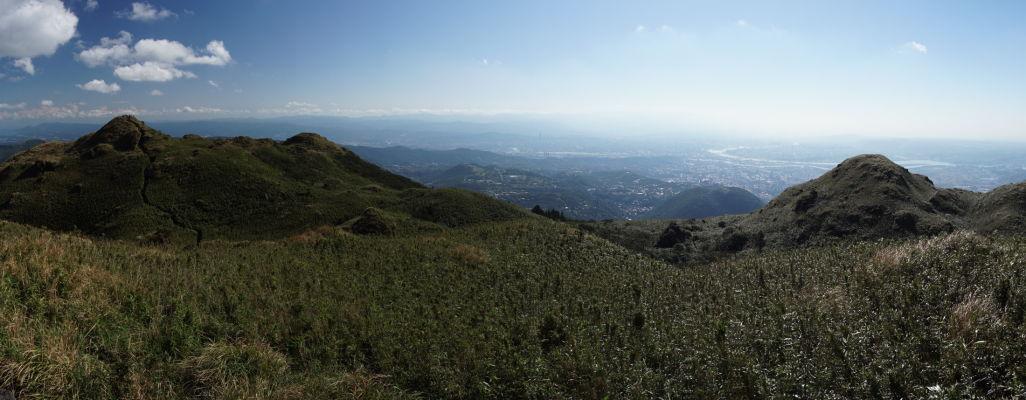 Výhľad z vrcholu hory Qixing v Národnom parku Yangmingshan