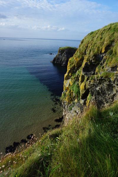 Ostrov Carrick-a-Rede a priezračne čisté more