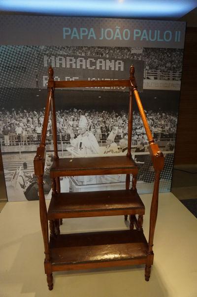 Štadión Maracanã v Riu de Janeiro - múzeum na štadióne ukazuje predmety z rôznych významných návštev