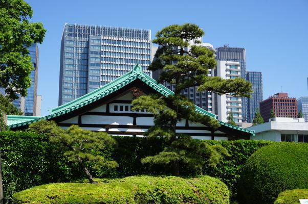 Cisársky palác v Tokiu - väčšinu jeho plochy tvorí krásny park