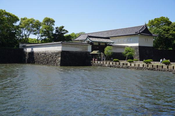 Cisársky palác v Tokiu - jedna zo vstupných brán