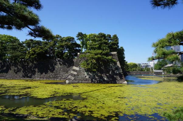 Cisársky palác v Tokiu - vonkajšia hradba a vodná priekopa