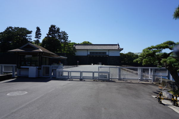 Cisársky palác v Tokiu - vstupná brána do privátnej časti paláca, ktorá je dodnes oficiálnou rezidenciou cisára