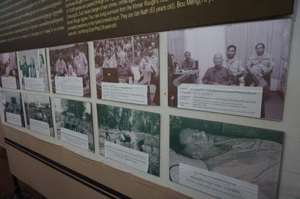 Vražedné polia Cheoung Ek - Fotografie zločinného vedenia Červených Kmérov - úplne vpravo dole Pol Pot po smrti
