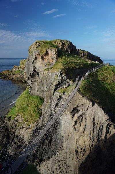 Lanový most vedúci na ostrov Carrick-a-Rede