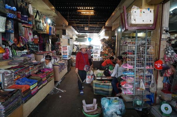 Ruský trh v Phnom Penhu - je obľúbený vďaka nižším cenám oproti iným trhom a nakúpite tu najmä oblečenie a doplnky