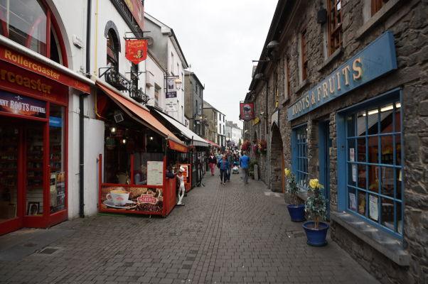 Ulica St. Kieran's Street v centre Kilkenny
