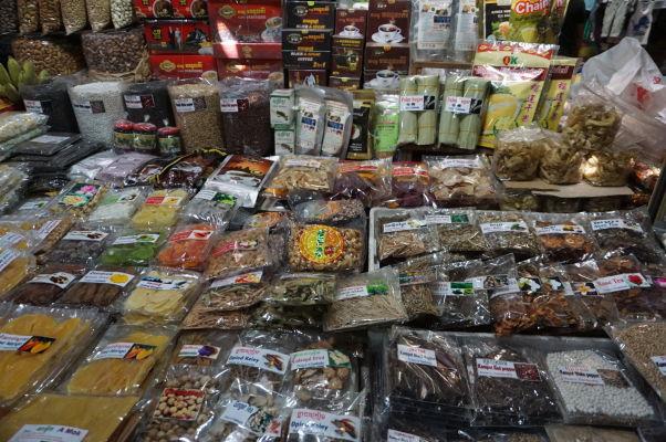 Ruský trh v Phnom Penhu - je obľúbený vďaka nižším cenám oproti iným trhom a nakúpite tu i rôzne korenie