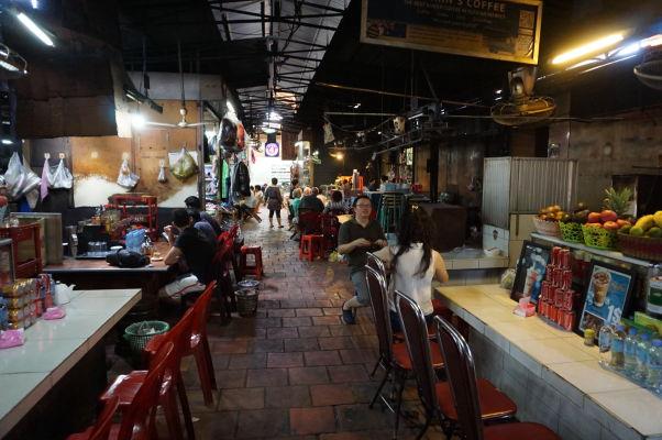 Ruský trh v Phnom Penhu - je obľúbený vďaka nižším cenám oproti iným trhom a môžete sa tu i najesť
