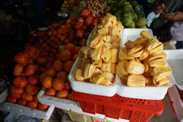Centrálna tržnica (Central Market - Psar Thmey) v Phnom Penhu - zoženiete tu napríklad čerstvý chlebovník