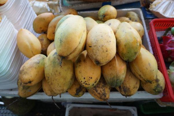 Centrálna tržnica (Central Market - Psar Thmey) v Phnom Penhu - zoženiete tu napríklad čerstvé mango
