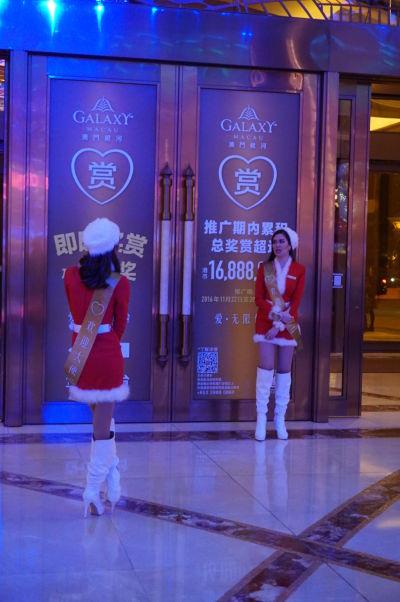 Superluxusný hotel a kasíno Galaxy v Macau v štvrti Taipa - Vianoce sú tu obľúbeným sviatkom
