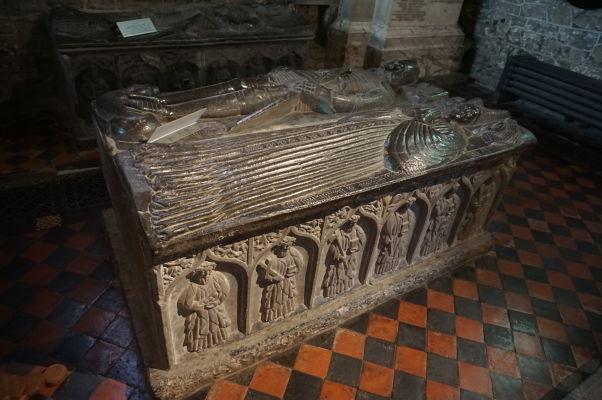 Gotická Katedrála sv. Canicia v Kilkenny - jedna z hrobiek významných osobností mesta