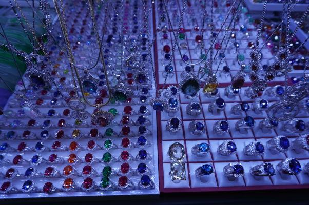 Centrálna tržnica (Central Market - Psar Thmey) v Phnom Penhu - predávajú sa tu i šperky