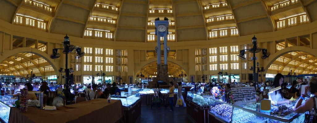 Centrálna tržnica (Central Market - Psar Thmey) v Phnom Penhu - centrum hlavnej haly tržnice, kde sa predávajú najmä šperky