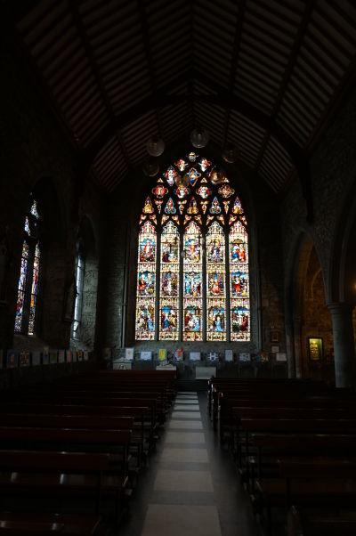Čierne opátstvo (Black Abbey) v Kilkenny - južná krížna loď a rozetové vitrážové okno (najväčšie v Írsku)
