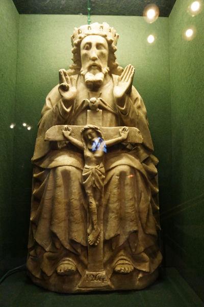 Čierne opátstvo (Black Abbey) v Kilkenny - socha sv. Trojice z alabastru