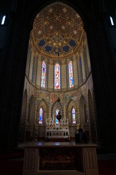 Katolícka Katedrála sv. Márie v Kilkenny - hlavný oltár a bohato zdobená apsida