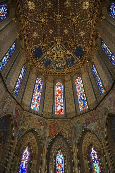Katolícka Katedrála sv. Márie v Kilkenny - bohato zdobená apsida