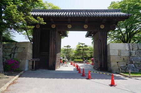Jedna zo vstupných brán do pevnosti