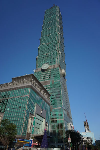 Mrakodrap Taipei 101 v Tchaj-peji pripomína kmeň bambusu