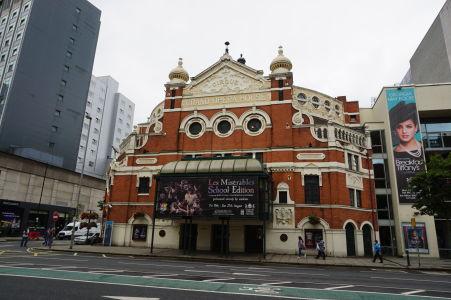 Historická budova opery v Belfaste z roku 1895