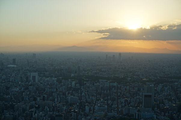 Tokyo Skytree - najvyššia veža sveta - západ Slnka nad Tokiom