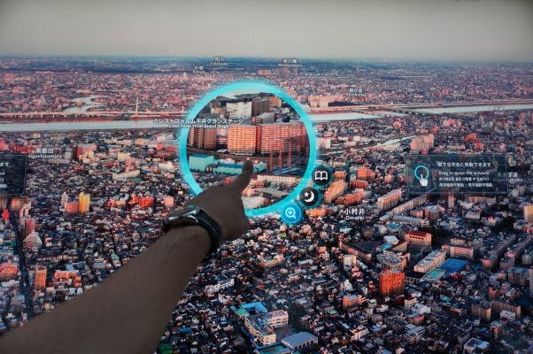 Tokyo Skytree - najvyššia veža sveta - interaktívne obrazovky pomáhajú identifikovať jednotlivé stavby