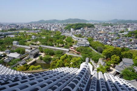 Výhľad z hlavnej pevnosti na mestečko Himedži