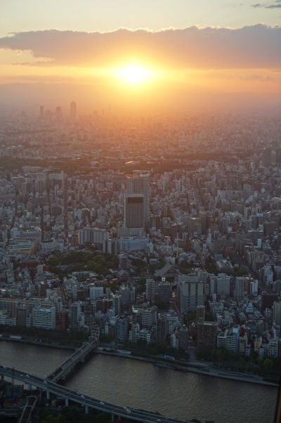 Tokyo Skytree - najvyššia veža sveta - výhľad na západ Slnka nad Tokiom