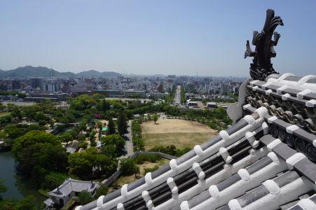 Výhľad na Himedži z najvyššej časti pevnosti