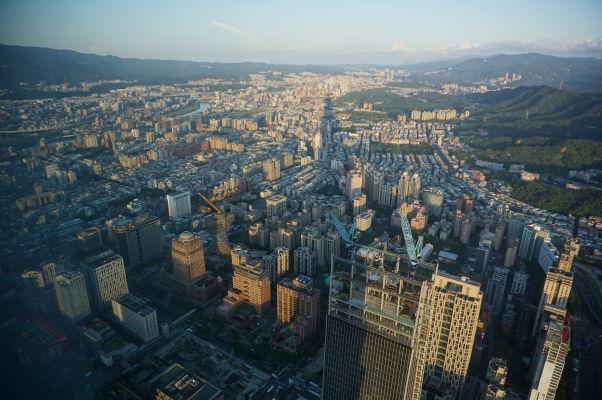 Výhľad na Tchaj-pej z mrakodrapu Taipei 101