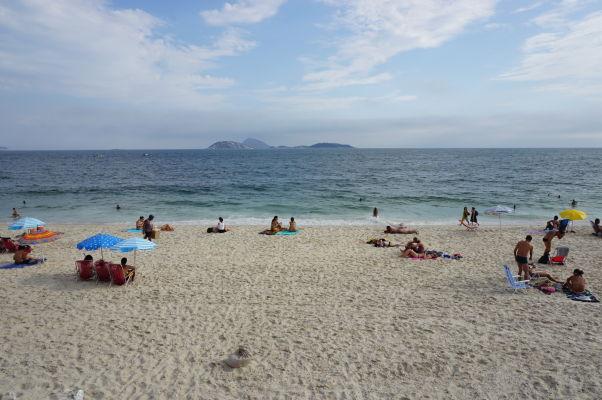 Pláž Ipanema v Riu de Janeiro