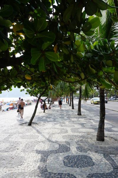 Promenáda pri pláži Ipanema v Riu de Janeiro