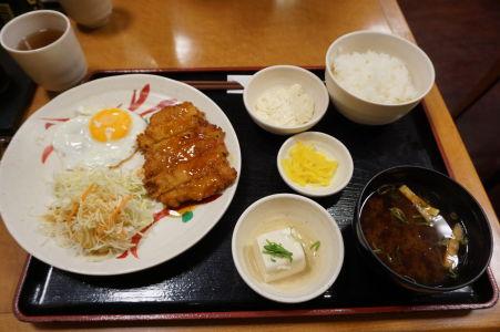 Skromný japonský obed - ryža ani polievka miso nesmú chýbať