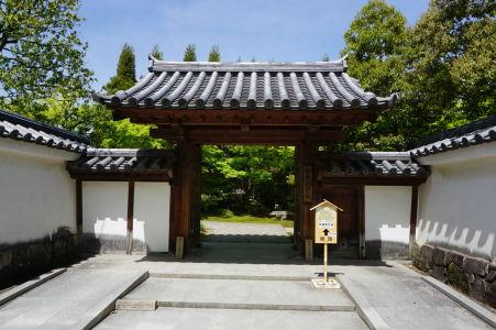 Vstupná brána do botanickej záhrady Kokoen
