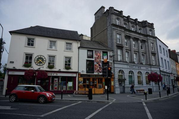 Centrum mesta Kilkenny, kde sa stretávajú ulice High Street a Parade
