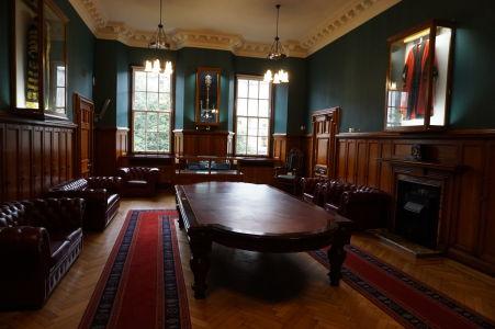 """Vstupná miestnosť do radnice, """"prezliekáreň"""" do ceremoniálnych rób"""