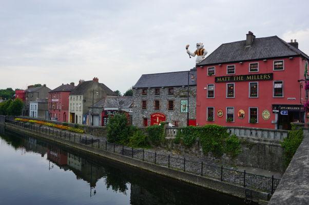 Pohľad cez rieku Nore pretekajúcu cez Kilkenny
