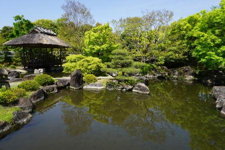 Japonská záhrada Kokoen - vodné prvky nájdeme skoro v celej záhrade