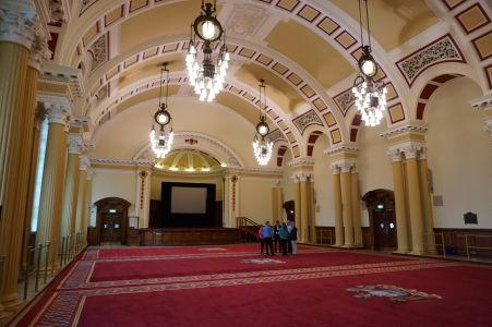 """""""Divadelná"""" hala radnice v Belfaste"""